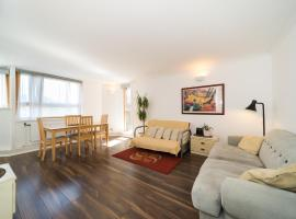 Foto di Hotel: Three bed apt in Chelsea with River Thames views