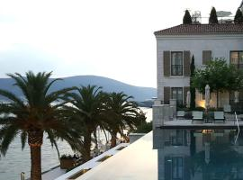 A picture of the hotel: Beautiful apartment in Porto Montenegro 3th floor