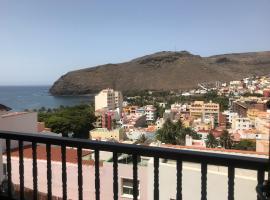 Hotel photo: Vista al mar y montaña