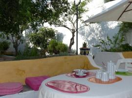 Hotel photo: Casa rústica com jardim privado