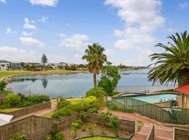 A picture of the hotel: Lake Villa - Water Views and Pool