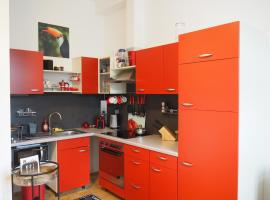 Hotel photo: Affordable stylish home in the heart of Wels