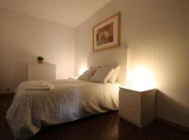 A picture of the hotel: Apartamento para 6 en centro comercial, Andorra la Vella Hortal