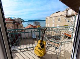 Foto di Hotel: Authentic Dalmatian Stone house with sea view