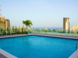 Hotel photo: Luxury Bella Vista with rooftop swimming pool/gym