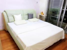 A picture of the hotel: Summer of Qianyu (High-grade apartment, near Shi Lao Ren Hai Shui Yu Chang, Jinshi Damuzhi Square)