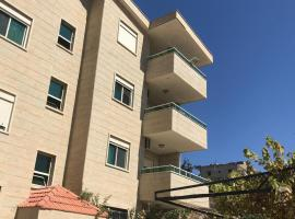 A picture of the hotel: Al-Arja Apartment