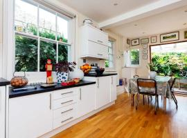 Hotel photo: Veeve - Ravenscourt Park Family Home