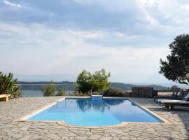 Hotel photo: Modern villa with unique views