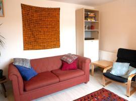 호텔 사진: 2 Bedroom Boho Home With Garden