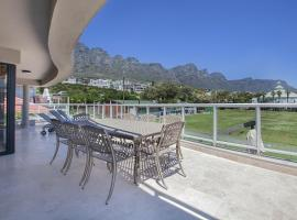 Hotel photo: Open Plan House Near Camps Bay Beach