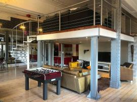 A picture of the hotel: Cape Town unique and spacious loft apartment