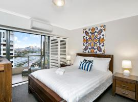 Hotel photo: Sought After CBD Location w/Parking + Pool YORK5
