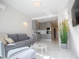 Hotel photo: Luxury 1 Bedroom Apartment 1st Beach Line