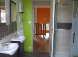 Hotel photo: Grande maison 4 chambres, 8 places jardin