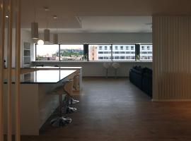 Hotel photo: New Modern Art Loft with Acropolis View
