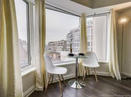Hotel photo: LUX Suite at Yorkville
