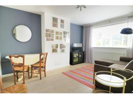 A picture of the hotel: Newly renovated 1 bedroom flat - sleeps 4