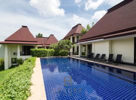 Hotel photo: Bali style 7 bedrooms Pool villa on Palm Hills