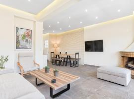 Hotel Foto: Modern sunlit apartment in the heart of Athens