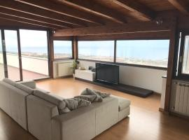 Фотография гостиницы: Attico Panoramico con grande terrazza