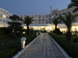 Hotel photo: Palmyra Holiday Resort & Spa - Families Only