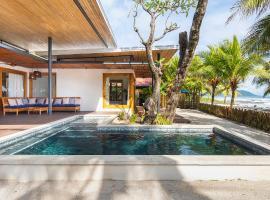 Hotel photo: Luxury Beachfront Villa Akoya