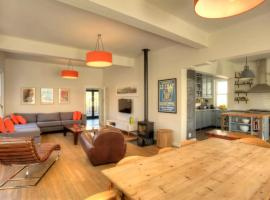 Hotel photo: Open Plan 4 Bedroom Houses in City Heart