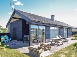 Hotel photo: Three-Bedroom Holiday home with a Fireplace in Ejstrupholm