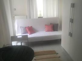 Hotel Photo: Studio apartment by the sea