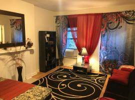 A picture of the hotel: Beautiful 1-bedroom fully furnished apartment