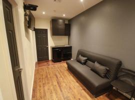 Hotel photo: Renovated 2 BR/ 2 Bath Apartments Best Location in SOHO