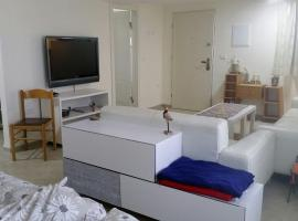 A picture of the hotel: Esti apartment