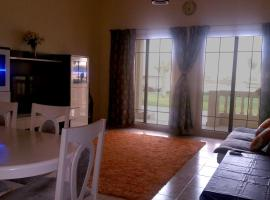 Hotel Foto: Lake View Spacious 2BR Ground Floor Apartment