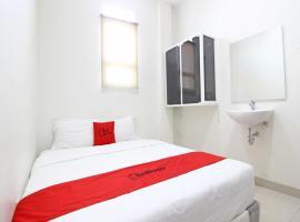 מלון צילום: RedDoorz near RS Moewardi