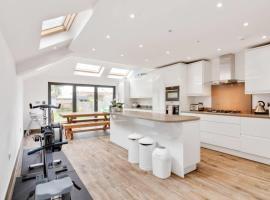 Hotel photo: Stunning 4bed house w/garden Wimbledon 2min 2 tube