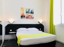 Hotel near Parijs