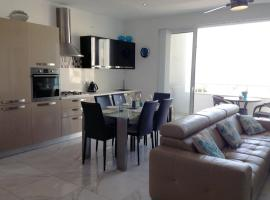 Hotel photo: Luxury Seafront Apartment With Pool