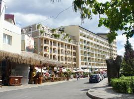 Hotel photo: Miramar Planeta Front Beach Self Catering Apartments