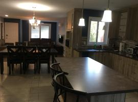 A picture of the hotel: 2-Bedroom Spacious Apartment in Longueuil