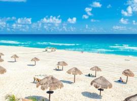 Hotel Foto: Ocean Front Condo in Hotel Zone
