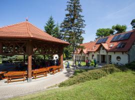 Hotel photo: Bábakalács Erdei Iskola