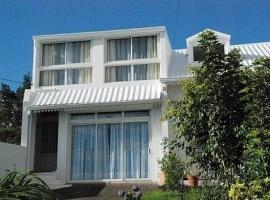 Hotel Photo: Holiday home Rue des lauriers roses PITON HYACINTHE