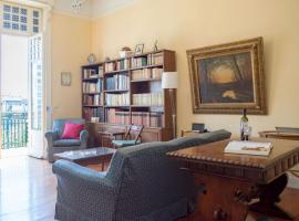 Hotel Photo: 1930's neoclassical apt in the heart of Athens