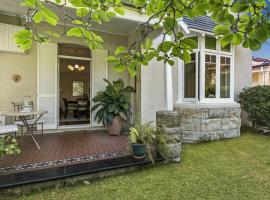 Hotel kuvat: Raglan Holiday Cottage in Central Mosman