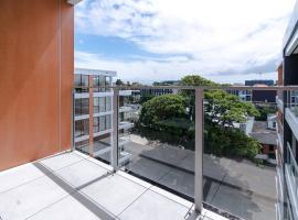 A picture of the hotel: Epsom Central Modern 2 Bedroom Apartment+Parking