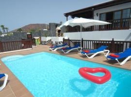 Hotel photo: Villa 22 Sea Views, Pool,Games,Hot Tub, Office with Computer+ WIFI