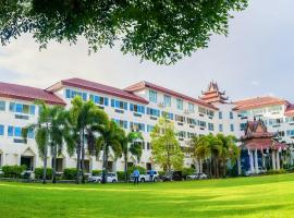 A picture of the hotel: Mawlamyaing Strand Hotel
