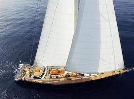 Hotel Photo: Wind Of Change Sailing Yacht 30m (100ft)