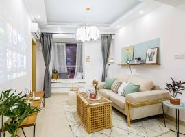 Фотография гостиницы: Changsha Kaifu·Wuyi Square· Locals Apartment 00146380